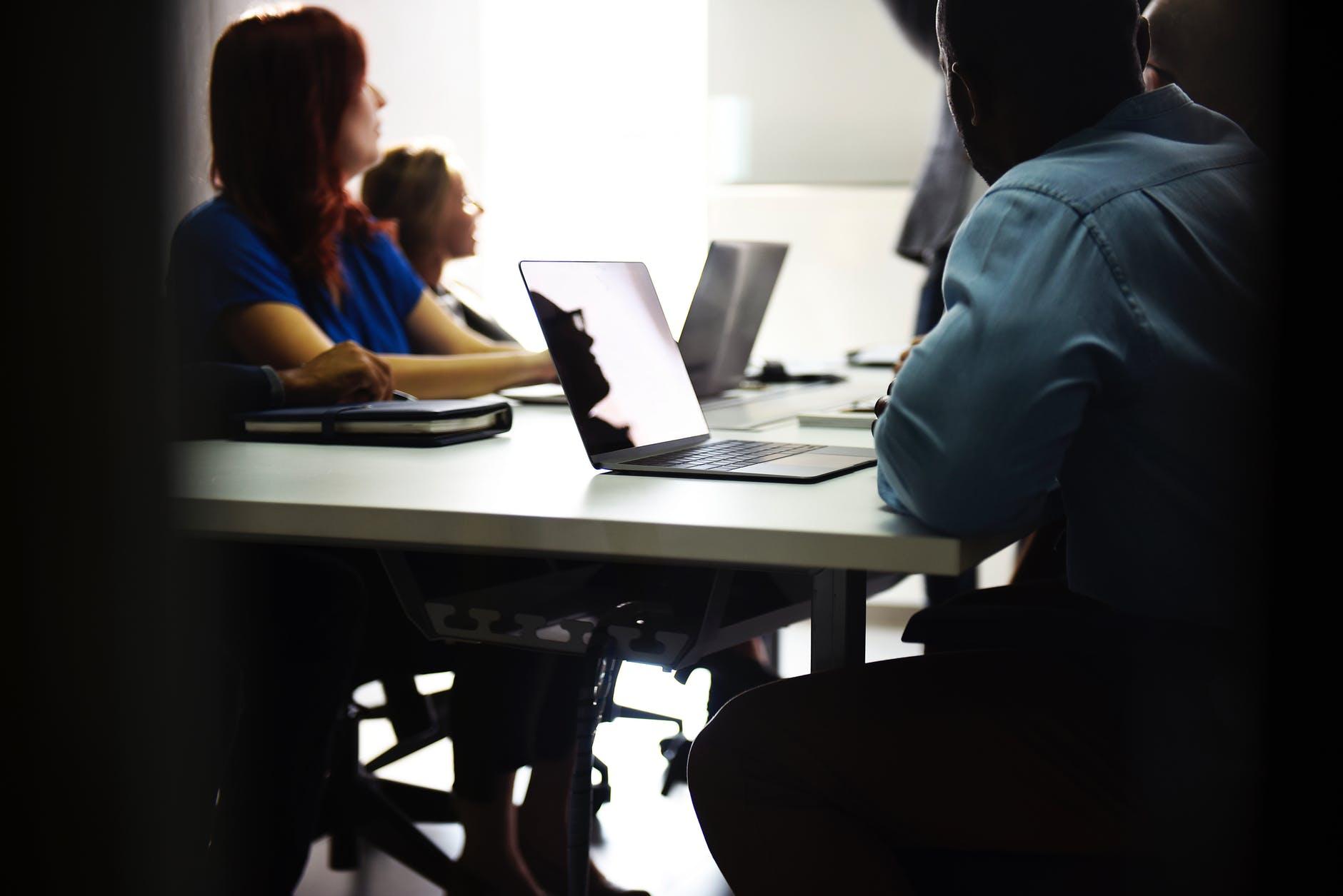 Pelaksaan training karyawan di dunia sales dan marketing